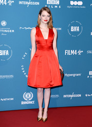 Emma Stone polished off her look with a pair of gold pumps, also by Louis Vuitton.