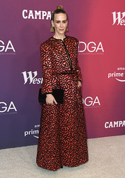 Sarah Paulson punctuated her red look with a black velvet clutch, also by Chanel.
