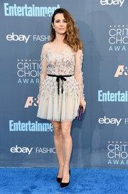 Linda Cardellini looked oh-so-sweet at the Critics' Choice Awards in a beaded and flower-appliqued LWD by Paolo Sebastian.