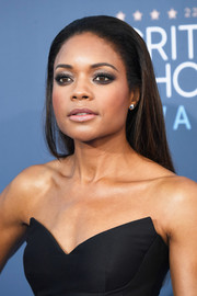 Naomie Harris wore a simple yet chic slicked-back hairstyle at the Critics' Choice Awards.