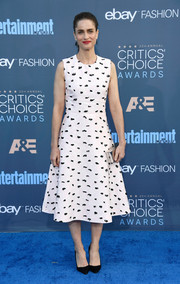 Amanda Peet was '50s-chic in a black-and-white fit-and-flare frock at the Critics' Choice Awards.