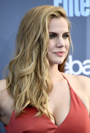 Anna Chlumsky wore her hair down in piecey waves at the Critics' Choice Awards.