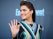 Allison Williams worked a teased half-up hairstyle at the Critics' Choice Awards.