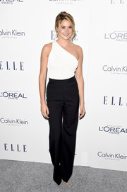 Shailene Woodley hit the Elle Women in Hollywood Awards rocking a black-and-white one-shoulder jumpsuit by Calvin Klein.