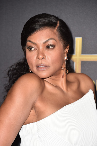 Taraji P. Henson gathered her voluminous curls into a ponytail for the 2018 Hollywood Film Awards.
