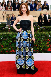Ellie Kemper worked a loud print with this Peter Pilotto strapless gown at the SAG Awards.