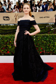 Sophie Turner went for some Scarlett O'Hara-inspired elegance in a black off-the-shoulder ball gown by Carolina Herrera at the SAG Awards.