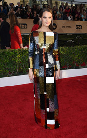 Alicia Vikander stole the spotlight with this color-block sequin dress by Louis Vuitton during the SAG Awards.