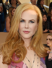 Nicole Kidman styled her hair with bouncy curls for the SAG Awards.