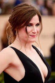 Kathryn Hahn worked a messy-sexy updo at the SAG Awards.