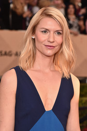 Claire Danes wore her hair in a subtly wavy lob when she attended the SAG Awards.