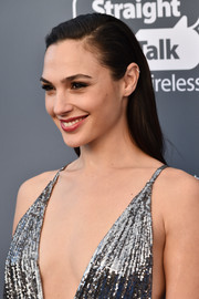 Gal Gadot kept it simple with this slicked-back, straight hairstyle at the 2018 Critics' Choice Awards.