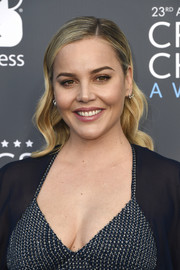 Abbie Cornish went for side-parted wavy 'do when she attended the 2018 Critics' Choice Awards.