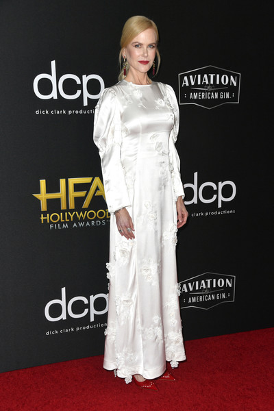 Nicole Kidman went for a conservative flower-appliqued white gown by Loewe at the 2019 Hollywood Film Awards.