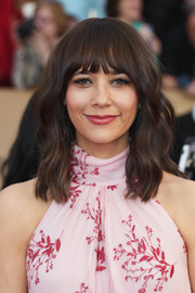 Rashida Jones looked darling with her wavy 'do and rounded bangs at the SAG Awards.
