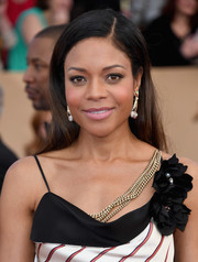 Naomie Harris kept it fuss-free with this loose straight style at the SAG Awards.