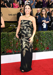 Julia Louis-Dreyfus chose a sophisticated leaf-embroidered strapless gown by Lela Rose for her SAG Awards red carpet look.
