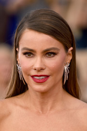 Sofia Vergara accessorized with a pair of dangling diamond earrings by Lorraine Schwartz for a chicer finish.