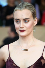 Taylor Schilling finished off her look with an elegant black pearl necklace by Tasaki.