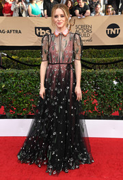 Claire Foy kept it refined and ladylike in a beaded black tulle dress by Valentino, which she wore with a pink underlay, at the SAG Awards.