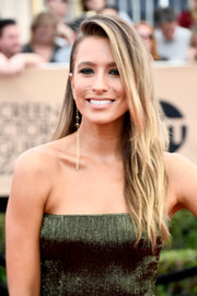 Renee Bargh wore her long hair down in edgy-chic layers at the SAG Awards.