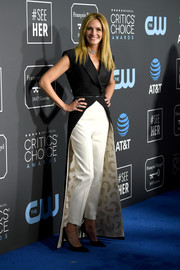 Julia Roberts went for cool glamour in a sleeveless black Louis Vuitton coat with an embellished lining at the 2019 Critics' Choice Awards.