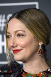 Judy Greer kept it simple with this loose ponytail at the 2019 Critics' Choice Awards.