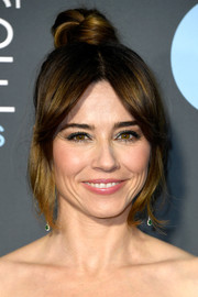 Linda Cardellini sported an elegant top knot at the 2019 Critics' Choice Awards.