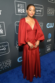 Amandla Stenberg matched her dress with a red box clutch by Edie Parker.