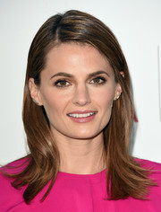 Stana Katic kept it simple with this flippy 'do at the Environmental Media Awards.
