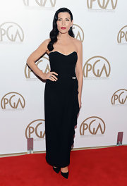 Julianna looked classically dramatic in this black vintage gown at the PGAs.