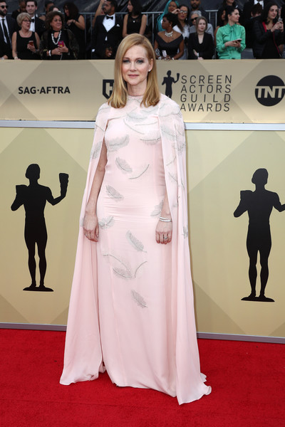 Laura Linney was the picture of elegance in a caped, feather-beaded pink gown by J. Mendel at the 2018 SAG Awards.