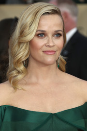 Reese Witherspoon sported a sweet curly hairstyle at the 2018 SAG Awards.