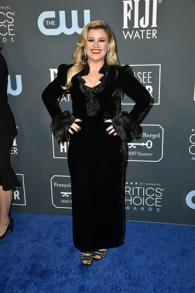Kelly Clarkson attended the 2020 Critics' Choice Awards wearing a black Alessandra Rich velvet column dress with a ruffled neckline and cuffs.