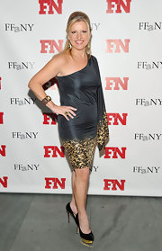 Mindy Grossman accessorized her one-shoulder frock with black pumps complete with gold platforms.