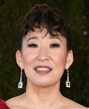 Sandra Oh wore her hair in a bun with curly bangs at the 2019 SAG Awards.