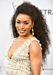 Angela Bassett looked fabulous with her curly ponytail at the 2019 SAG Awards.