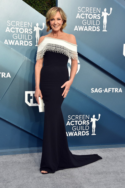 Allison Janney cut a sophisticated figure in a black-and-white off-the-shoulder gown by Pamella Roland at the 2020 SAG Awards.