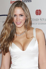 Shannon de Lima wore her long lightened tresses in glossy tousled layers.
