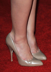 Jayma Mays topped her white strapless dress off with a pair of nude pumps. Neutral colors such as nude are a great spring color.