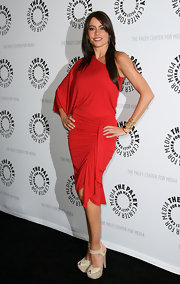Sofia wore a goddess-style, one-sleeved dress with platform, ankle strap sandals.