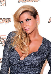 Kesha is all about the dramatic effect. She swept her tousled blond curls to one side, which helped frame her face.