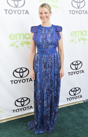 Amy Smart glammed it up in a blue floral gown at the 2018 EMA Awards.