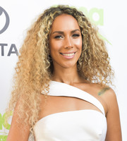 Leona Lewis wore her long hair down in tight curls at the 2018 EMA Awards.