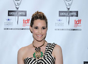 Leslie Bibb's gold and gemstone statement necklace and striped one-shoulder dress at the Lucille Lortel Awards were a flawless pairing.