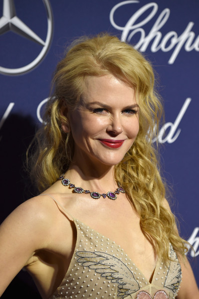 Nicole Kidman accessorized with a beautiful gemstone collar necklace by Fred Leighton.
