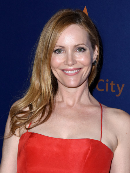 Leslie Mann looked demure wearing this side sweep with wavy ends at the Palm Springs International Film Festival closing night.
