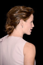 Jennifer Garner looked elegant wearing this textured chignon at the American Cinematheque Award.