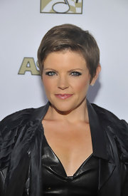 Natalie Maines attended the 29th Annual ASCAP Pop Music Awards wearing her hair in a chic, simply styled pixie.