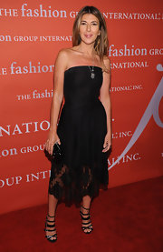Nina Garcia finished off her look with a pair of sexy black strappy sandals at the Fashion Group International Night of Stars.